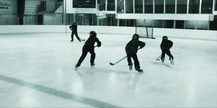 BringBackPlayOldFashionPondHockey